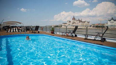 Donau mit Rad und Schiff